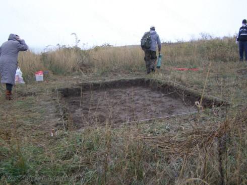 3-4 декара от неолитното селище при село Майор Узуново са засегнати от иманярската инвазия