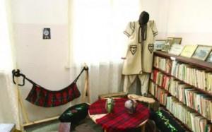 Турлаците и торлаците са белодрешковци - носят бели беневреци от тепан вълнен плат и джамадан, дормаче, долакътник от бяло бало, къси до пояса в Чипровци или под пояса в Белоградчишко