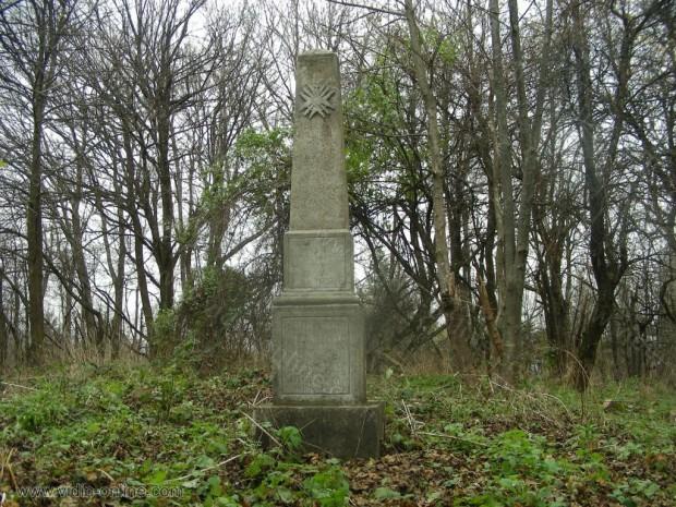 Войнишки паметник на връх Китка над село Салаш