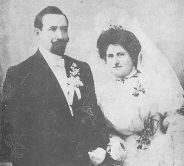 Във Видин Стоян Христов (директор на видинския клон на Земеделска кооперативна банка) вижда за пръв път Иванка Хр. Ботева. Венчават се на 8 януари 1906 г. в София - на снимката.