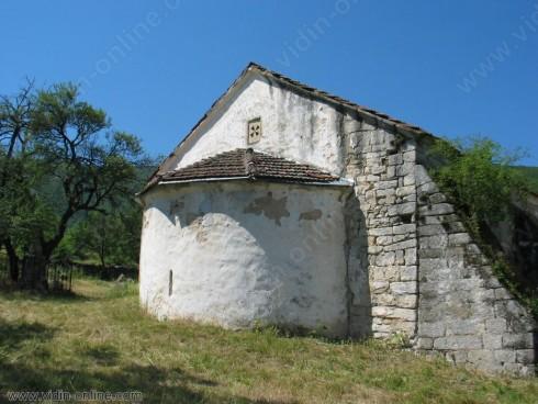 Ремонтът на църквата в село Гара Орешец ще завърши до началото на септември