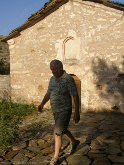 """Благоустроява се районът около църквата """"Св. Йоан Кръстител"""" в село Върбово"""