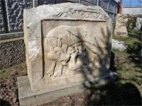 Каменната плоча със свещената вълчица, която кърми Ромул и Рем, е единствената позната у нас.