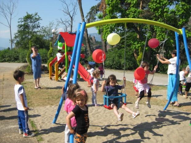 Децата на Белоградчик с нова детска площадка