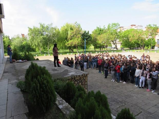 """В Деня на Европа в ГПЧЕ """"Йордан Радичков"""" отличиха ученици за активна екологична и спортно-туристическа дейност"""