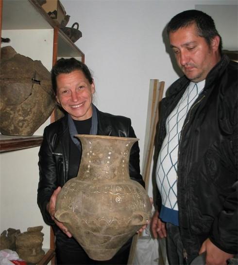 Археологът Николай Казашки и реставраторът Екатерина Илиева от Регионалния исторически музей във Видин