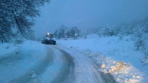 в 17:30 тръгна първият снегорин към града!