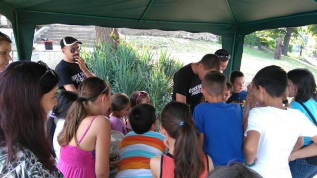 """Читалня на открито e достъпна за гражданите по време на фестивала """"Дунавски вълни"""""""