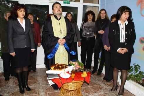 """Детска градина """"Русалка"""" празнува за Никулден"""