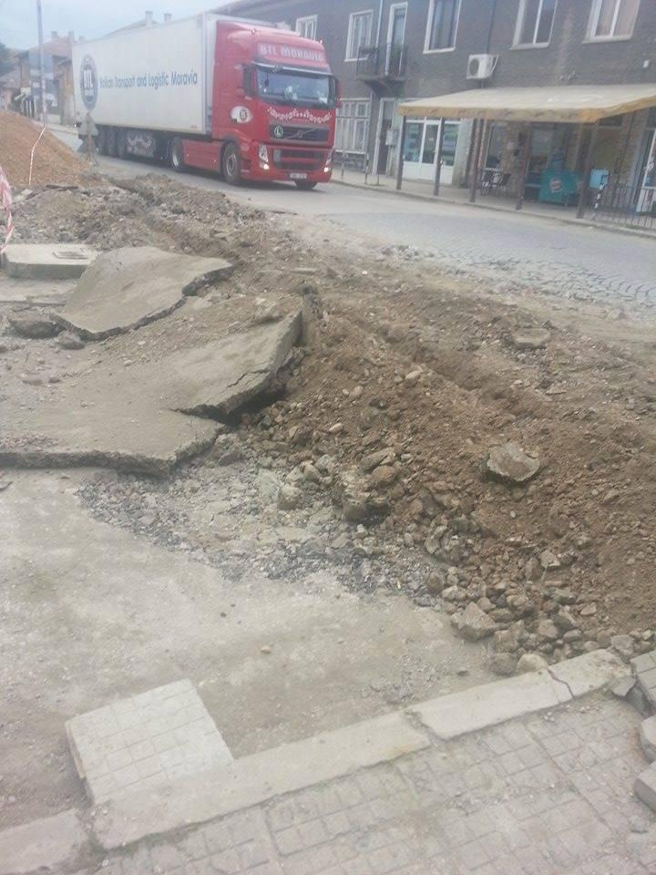 Лозан Лозанов, кмет на Община Димово: Срокът за ремонт на главната улица на град Димово, която съвпада с трасето на път I-1, ще бъде спазен