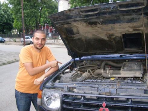 30 годишният Ивайло Цеков от Видин кара джипа си Мицубиши с 5 вида горива