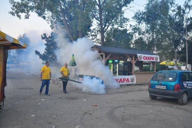 Пушене против комари се извършва само на панаира. Другите граждани незаслужават. Щом не са да тръскат тумбаци на панаира и да играят кючек ще ги хапят комарите