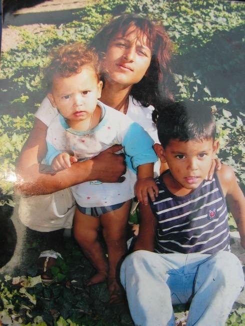 """Погребаха трите деца, които изгоряха в ромския квартал """"Нов път"""""""
