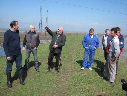 """Пуснаха помпите на """"Напоителни системи"""" за отводняване на залетите ниви в землището на гр. Дунавци."""