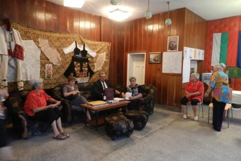 Областният управител на област Видин инж. Цветан Асенов  отпразнува Международния ден на възрастните хора в с. Бойница