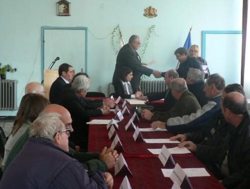 Заместник-областният управител Любомир Низамов откри тържествена сесия в Макреш, където кметът Иван Вълчев и 11-те новоизбрани сенатори положиха подпис върху клетвените декларации