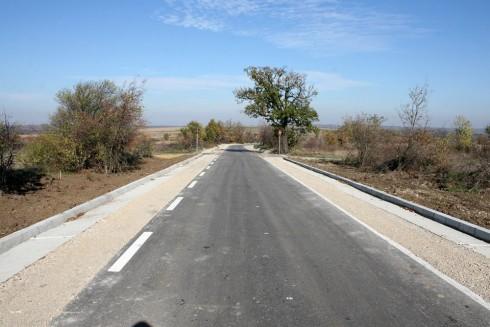 73 месеца е гаранцията на третокласния път, свързаващ населените места Шишенци и Бойница