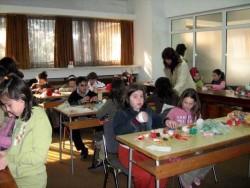 Общината в село Чупрене, Видин, пое цялата издръжка на детските градини, съобщи кметът Ваньо Костин. Семействата плащат само по 2 лева за дете, а ако забавачката посещава и второто им отроче, то за него таксата е левче.