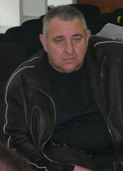 Случаят стана скандално известен, след като през 2008 г. видинчанинът Любомир Георгиев възропта, че е измамен от общината. През лятото на 2007 г. общинарите продават чрез търг 3321 кв. м общински парцел. Теренът е в регулация и с предназначение за застрояване на автомивка, кафе-аперитив и паркинг - снимка в.Труд