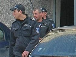 Обвиняемият за отвличането на 17-годишната Деси - Божидар Пеков, вчера бе изведен от Окръжната следствена служба във Видин