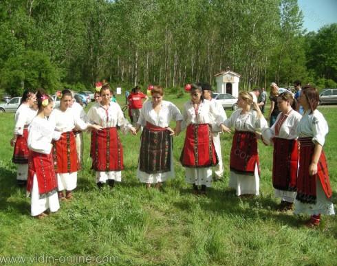 Великден на Алботинския скален манастир