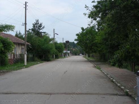Ремонтиран е пътят за село Дражинци
