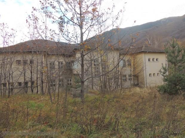 Детски лагер над село Горни Лом