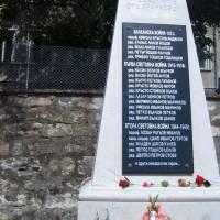 Паметник с имената на загиналите