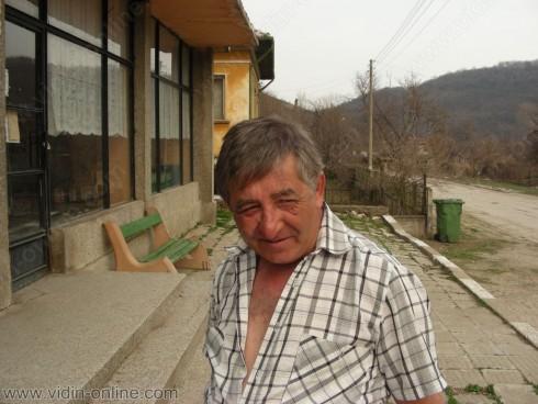 30 см е снежната покривка във видинското село Долни Бошняк и продължава да вали