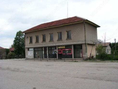 Ремонтират покрива на кметството в село ДражинциРемонтират покрива на кметството в село Дражинци