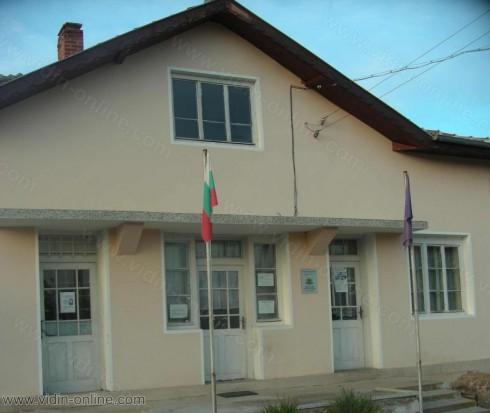 8 са избирателите в село Дълго поле, община Димово