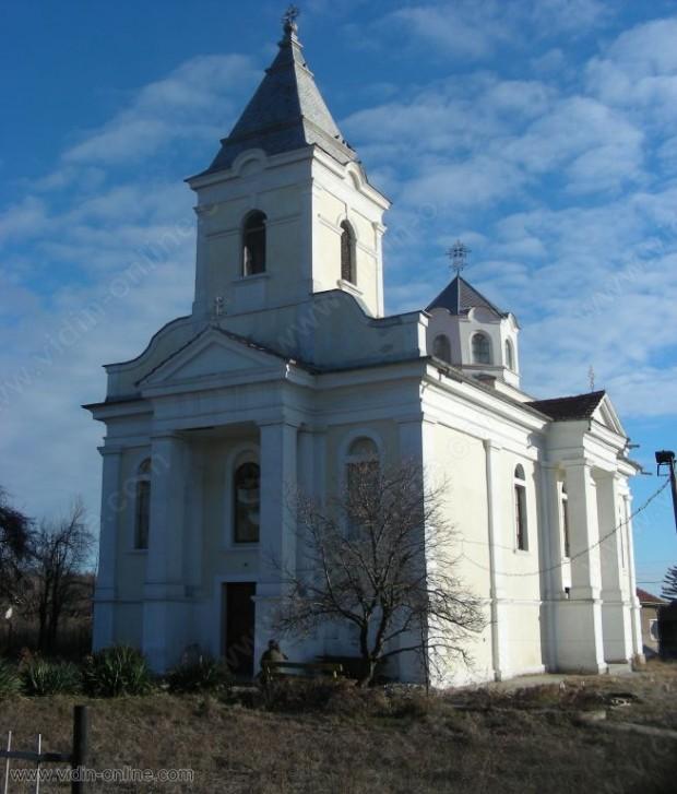 С литургия и агнешки курбан отбелязаха храмовия си празник жителите на село Градец
