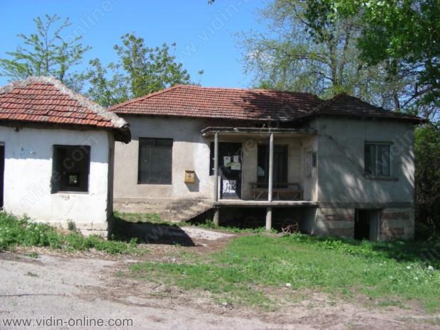 ве жени и двама мъже са жителите на село Каниц, Община Бойница