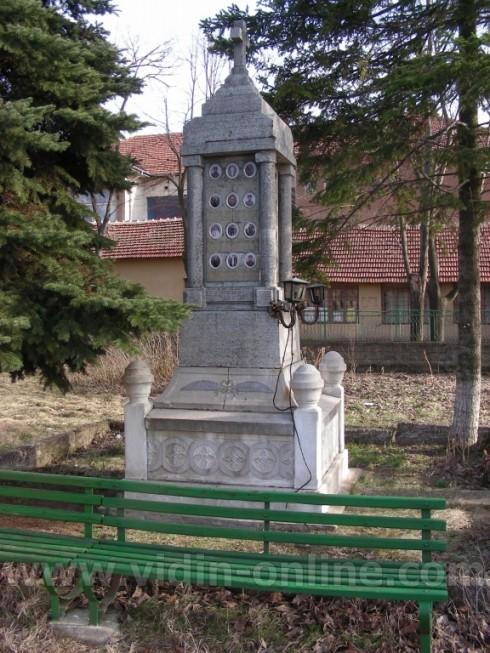 Обновен е паметникът на загиналите в Балканската война жители на видинското село Кутово