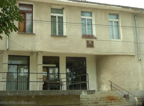 Библиотеката в село Неговановци разполага с около 3000 налични книги