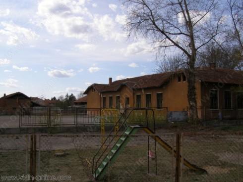 Четири бебета са родени в село Покрайна през 2012 година