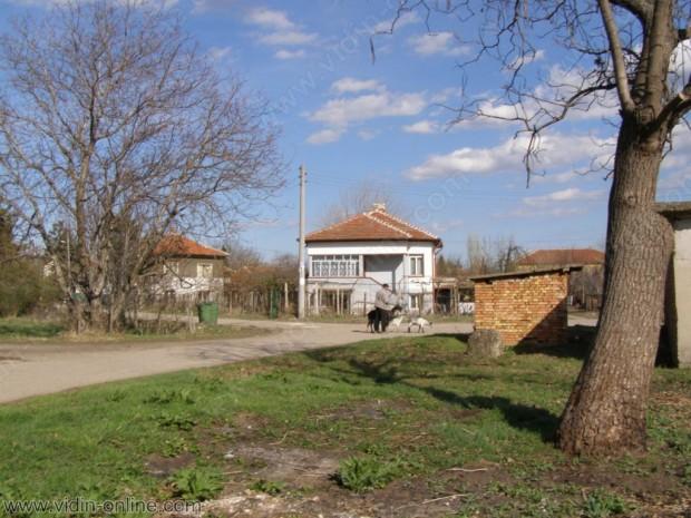 От спешен ремонт се нуждаят второстепенните улици във видинското село Покрайна