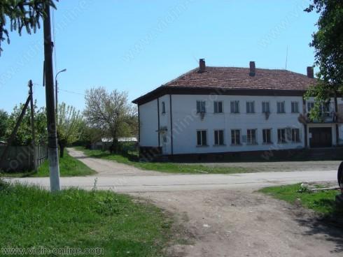 Ремонтни дейности се извършват в защитеното училище в село Раброво