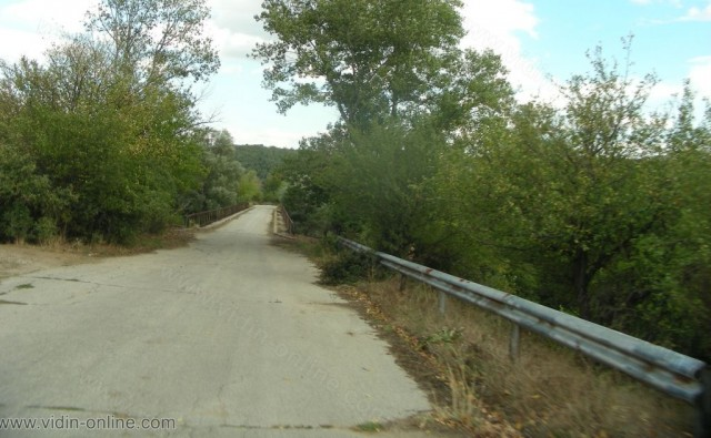 Проект за възстановяване на стоманени конструкции и използването им за пътен мост над река Лом при с. Роглец-Видинско