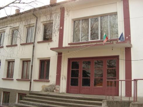 Народни носии от 19 век се съхраняват в читалището на село Шишенци