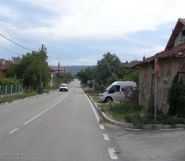 На три места са се образували пукнатини по главен път Е – 79 в района на видинското село Цар Симеоново