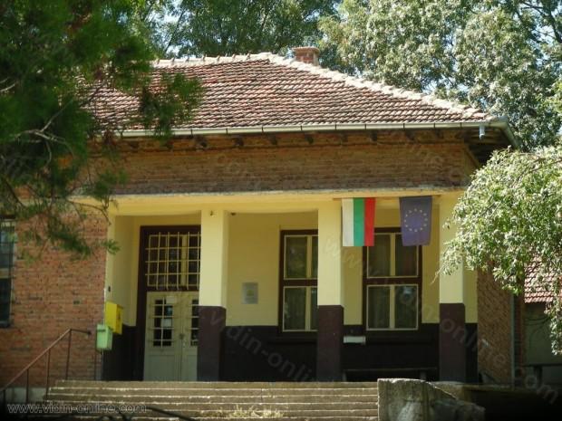 В село Скомля, община Димово се осъществява строг контрол на непознати лица