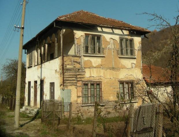 Родната къща на българина, изпратил Армстронг на Луната, става музей