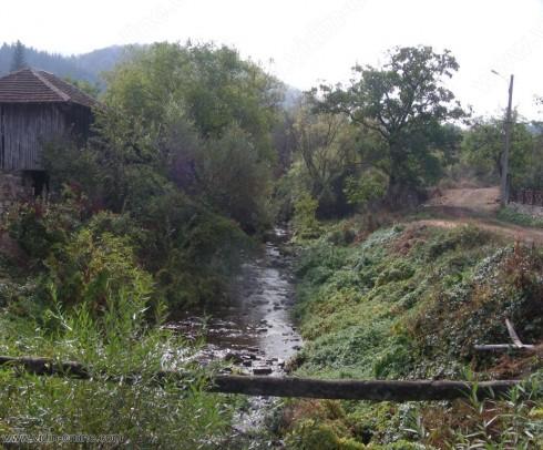 В белоградчишкото село Стакевци очакват средства за укрепването на коритото на реката