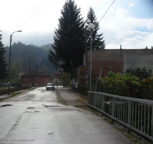 Дупките на пътя в село Стакевци ще бъдат изкърпени до края на лятото