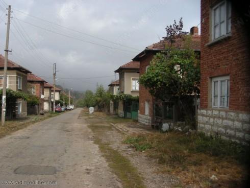 Продължава почистването на нерегламентираните сметища в село Стакевци