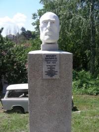 Бюст-паметникът на Козлодуйското даскалче