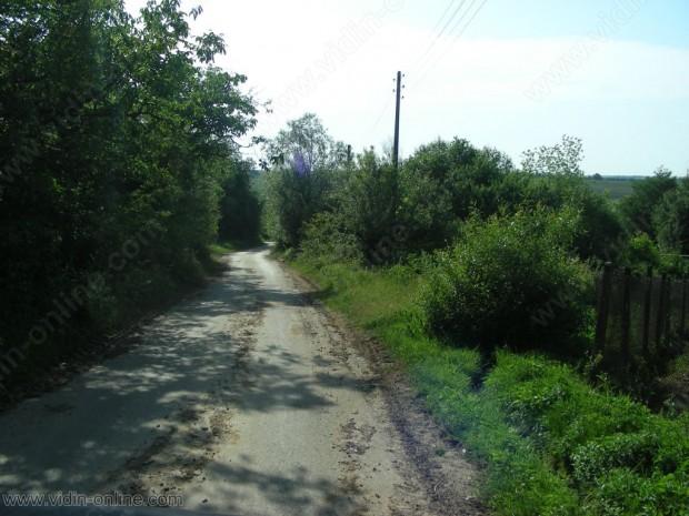 Завършват ремонтните дейности на пътя към село Толовица в община Макреш
