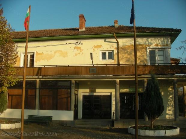 Забранено е къпането в река Дунав край село Връв, поставени са табели за това