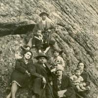 Матей Игнатов със семейството си 1930